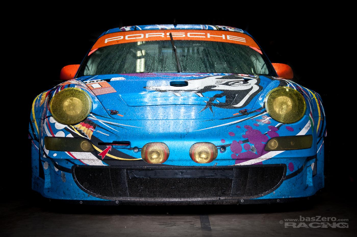 Ausgeschwitzt! Fotografiert in der Flying Lizard Boxengasse, Le Mans 2011
