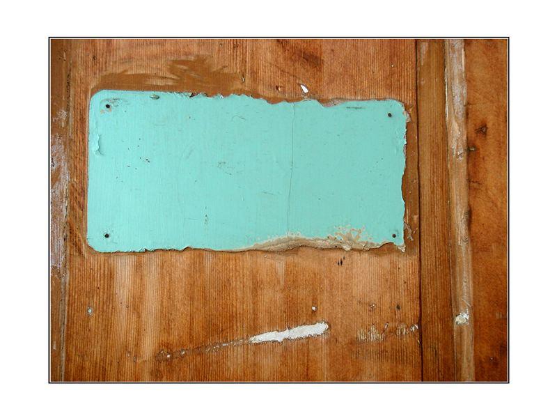 ausschnitt einer vergessenen Tür
