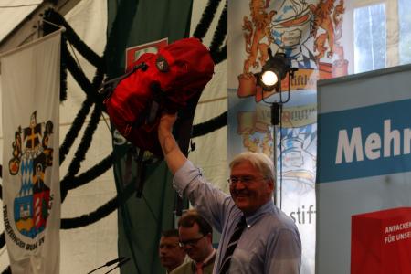 Außenminister Frank-Walter Steinmeier im Bierzelt in München - Trudering
