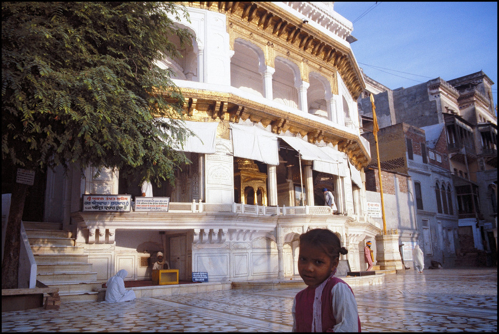 Außerhalb des Tempels
