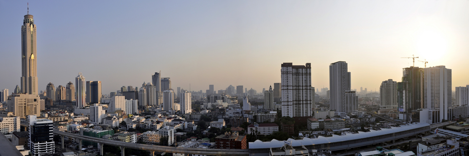 Aussicht von unserem Hoteldach in Bangkok