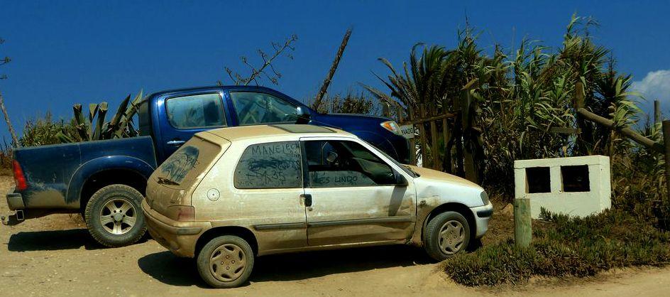 Auto in der Nähe einer Surfschule 2