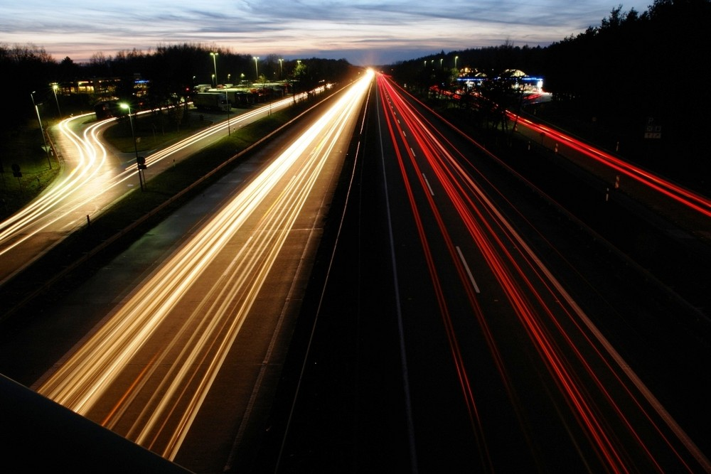 Autobahn am Abend