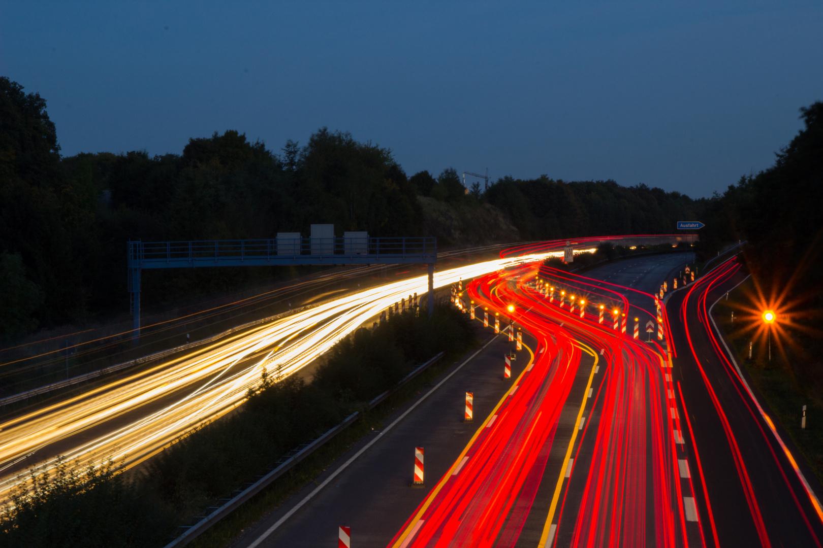 Autobahn, verdammt viel los...
