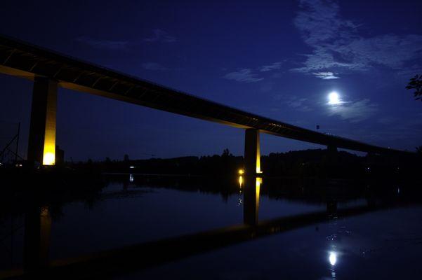 Autobahnbrüche bei nacht