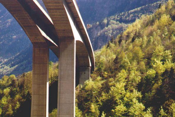 Autobahnbrücke über die Biascina