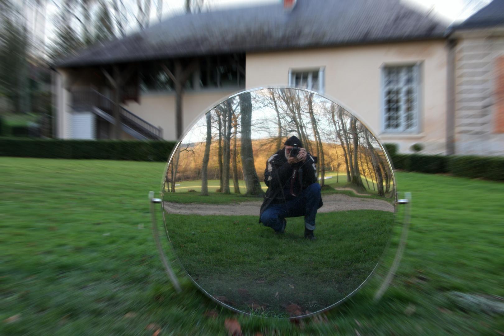 Autoportrait dans le miroir.