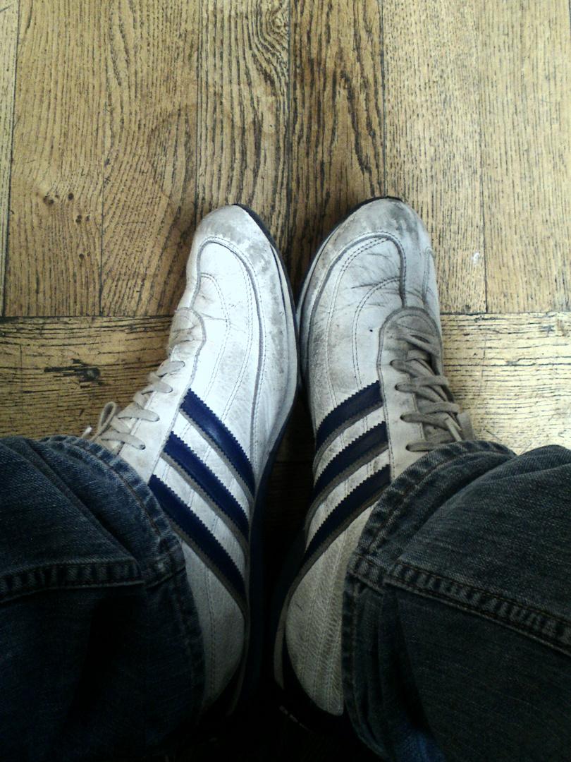 Autoportrait, de mes chaussures