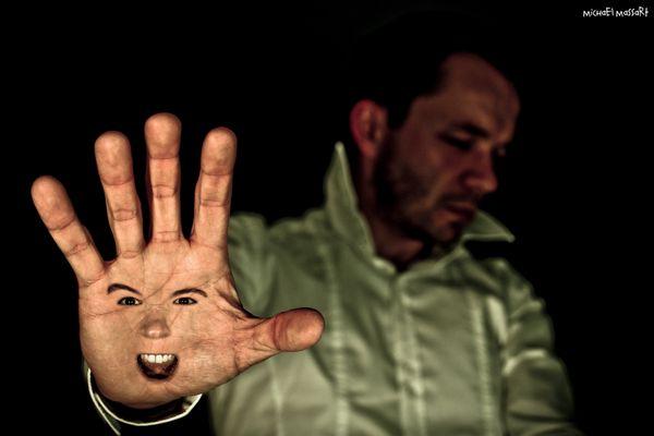 Autoportrait - Stop à la loi du silence
