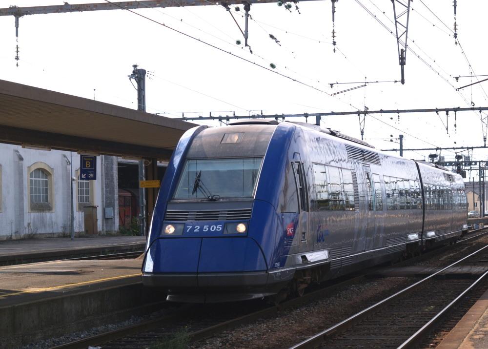 Autorail Diesel X72500 à Vierzon