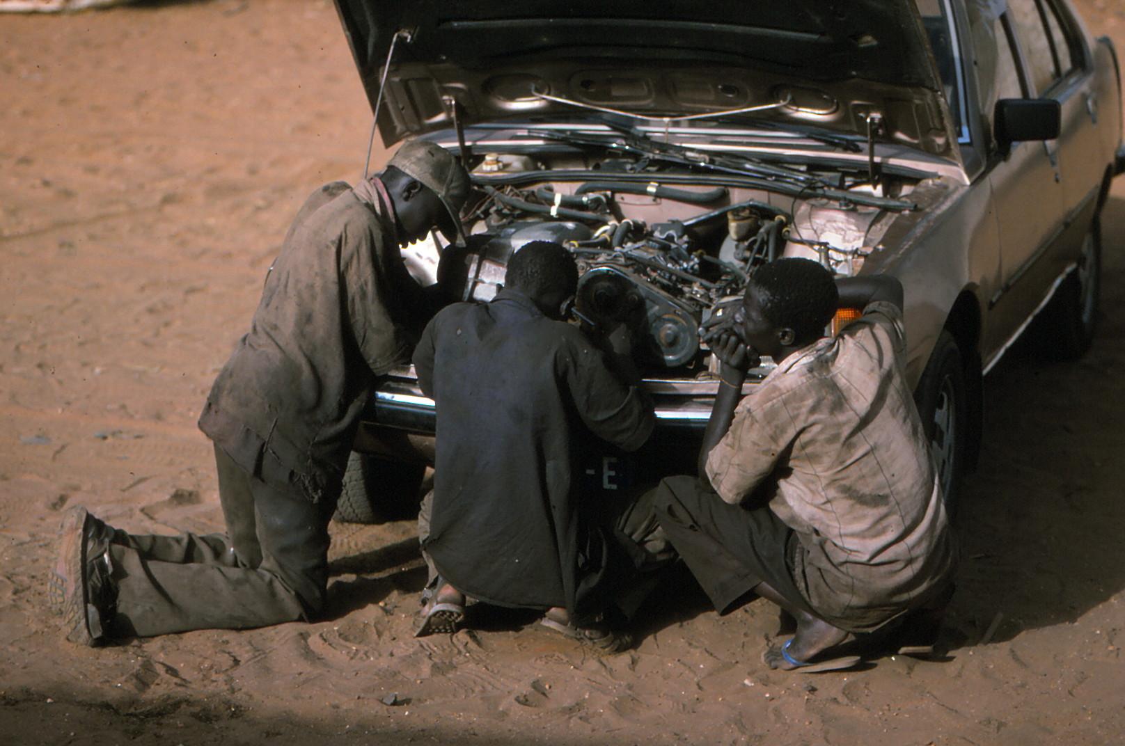 Autoreparaturen in Dakkar-Senegal