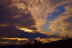 avant la tempete au coucher du soleil