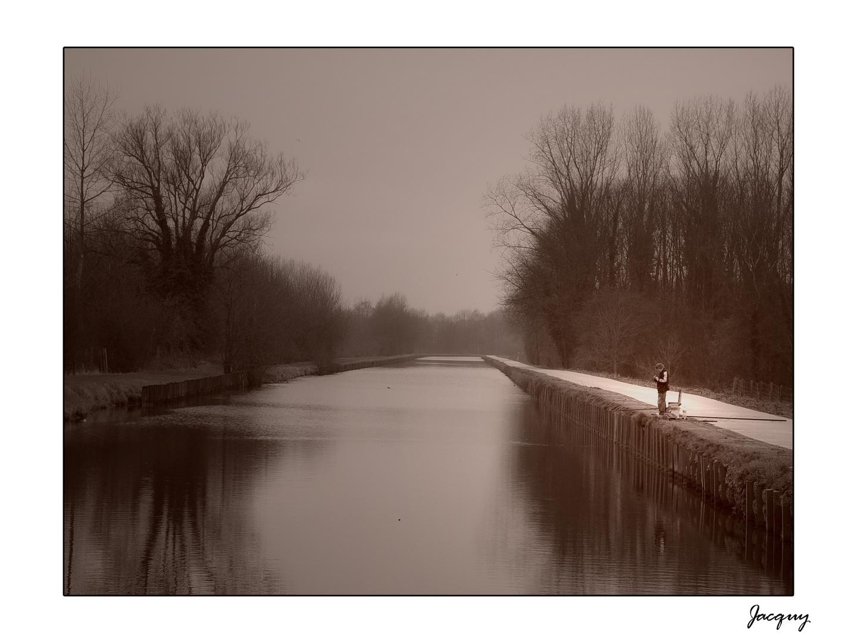 Avec un ciel si gris qu'un canal s'est pendu ...