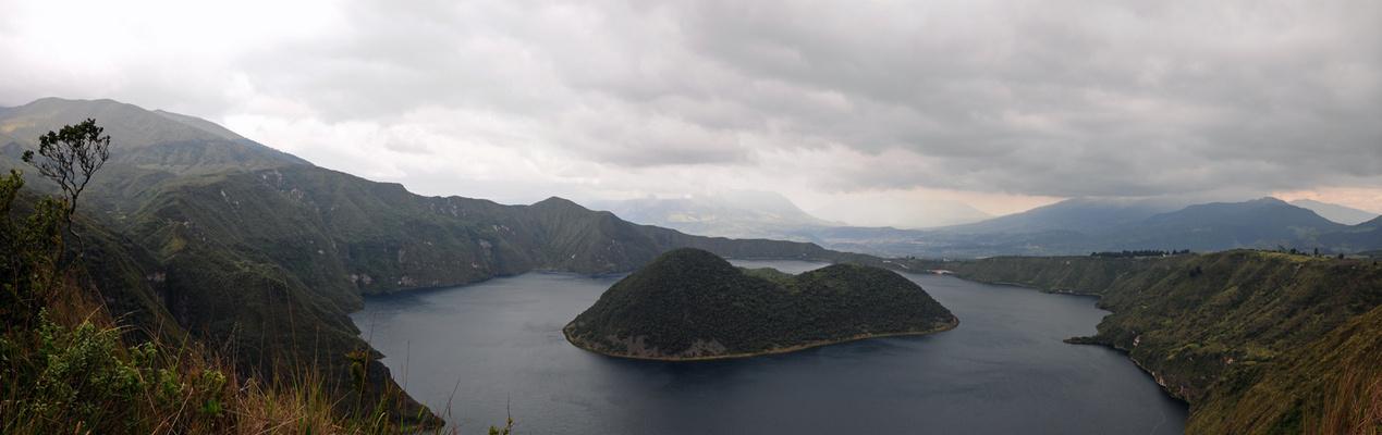Avenida de los Volcanes - Laguna Cuicocha