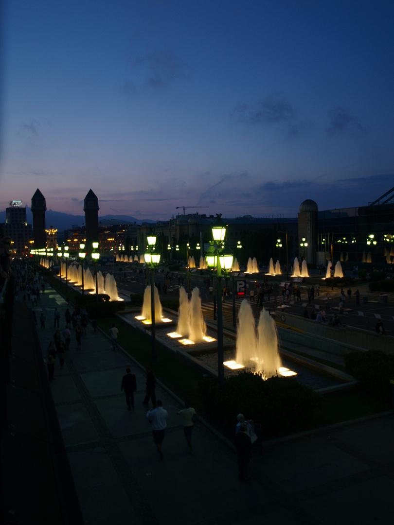 Avinguda de la Reina Maria Cristina bei Sonnenuntergang