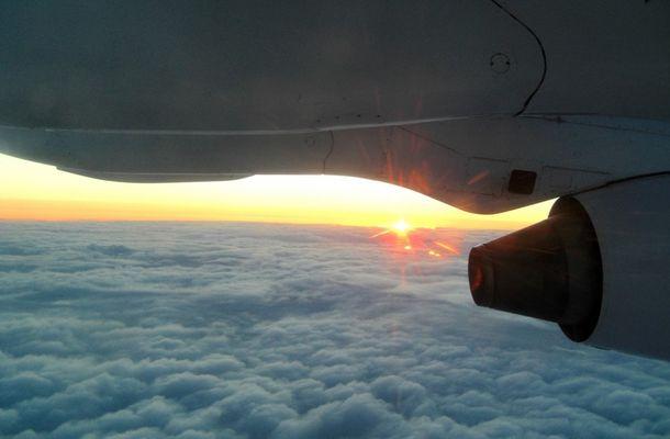 Avro RJ85 beim Sonnenaufgang...
