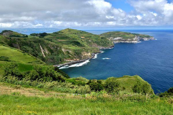 Azoren - Ausblick in der Nähe des Miradouro de Santa Iria auf der Insel São Miguel