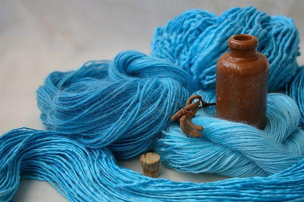 azur blau hand gefärbt