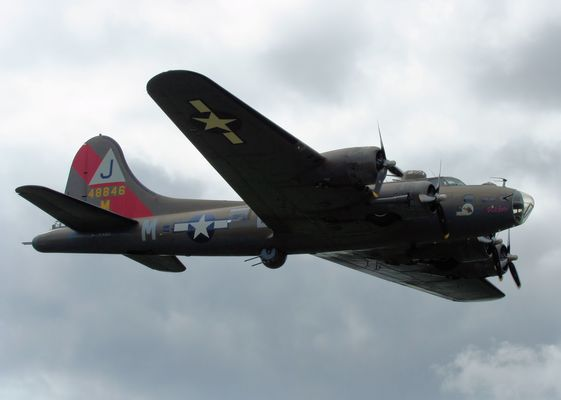 "B-17G Flying Fortress ""Pink Lady"""