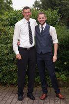 B & A Hochzeit Bräutigam mit Bruder