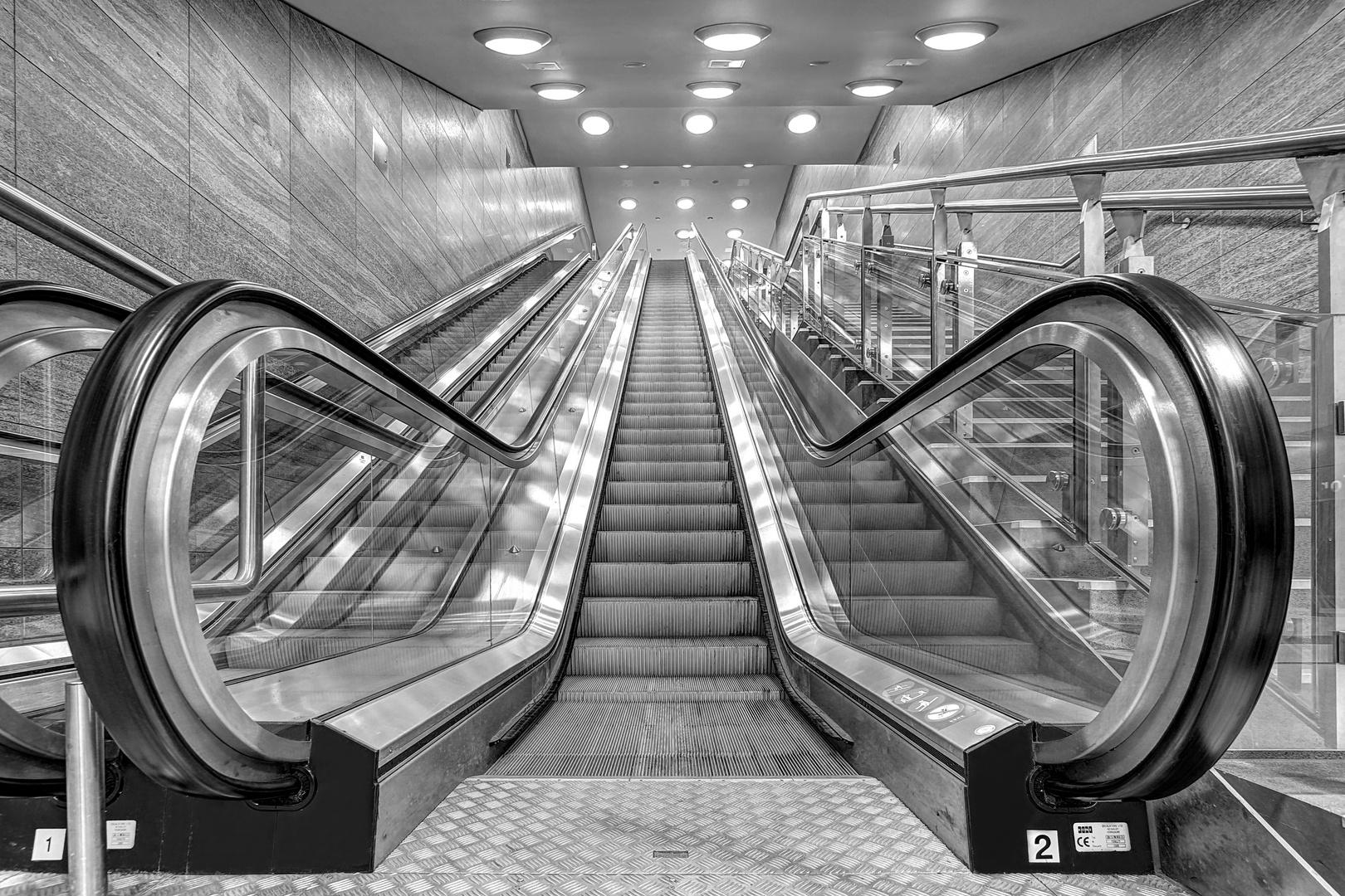 B - U-Bahnhof Brandenburger Tor