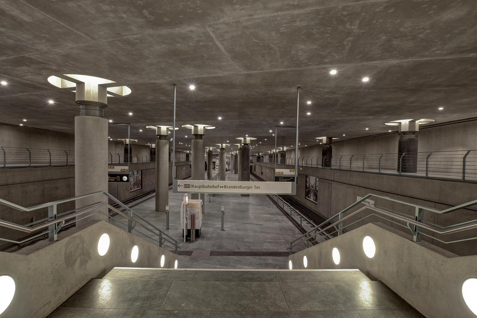 B - U-Bahnhof Bundestag