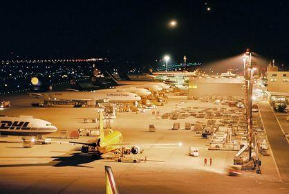 Flughafen Köln/Bonn bei Nacht