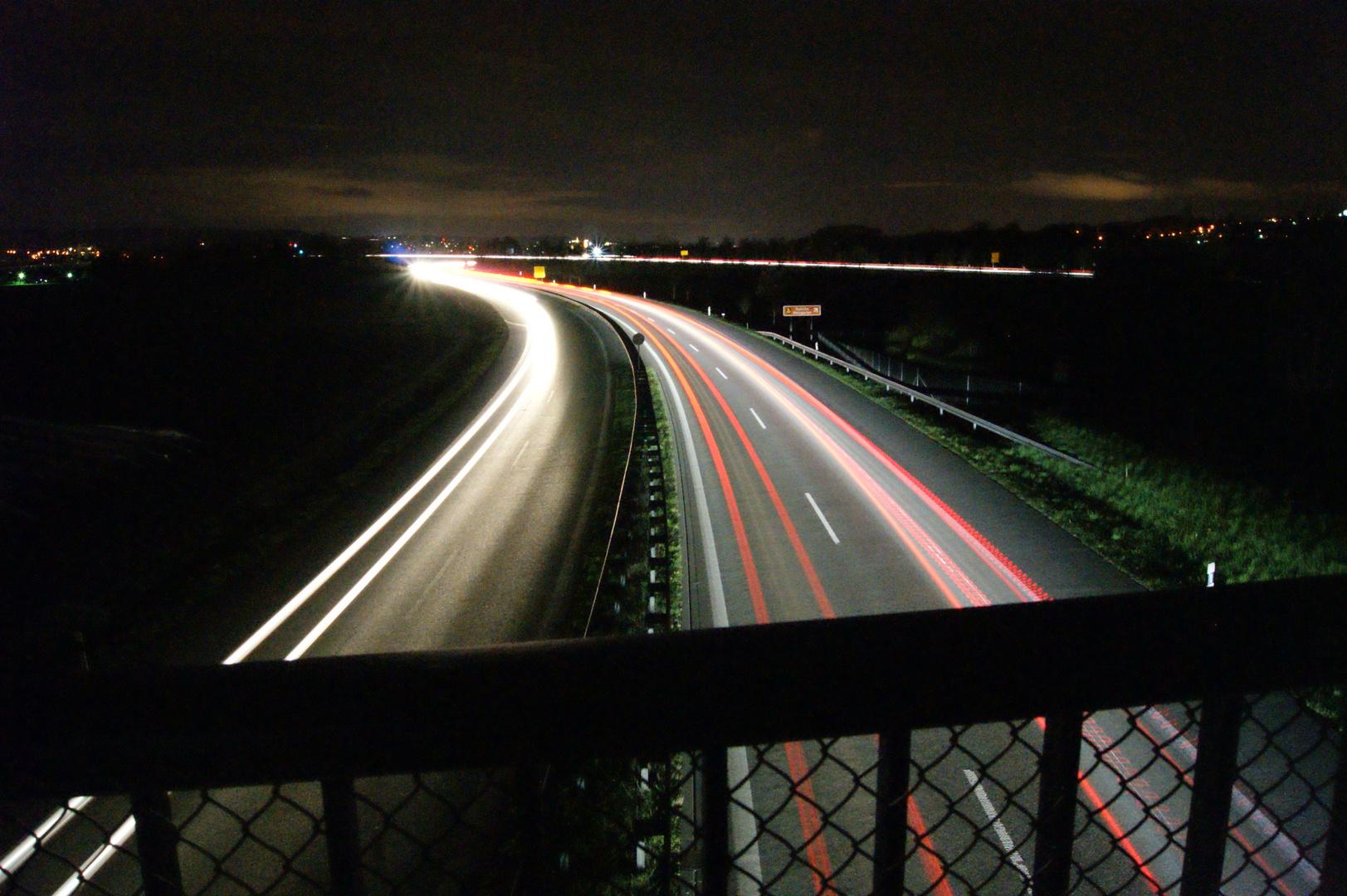 B30 bei Weingarten bei Nacht