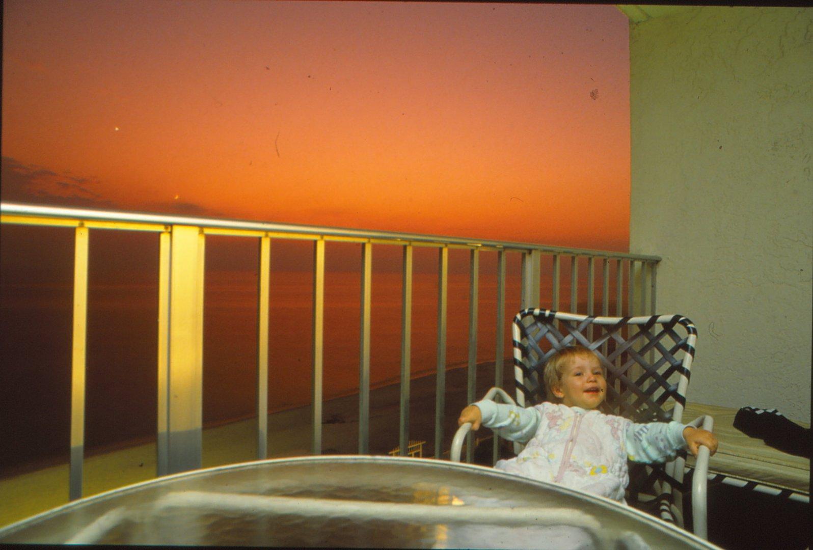 Baby in der Abenddämmerung von Kreta