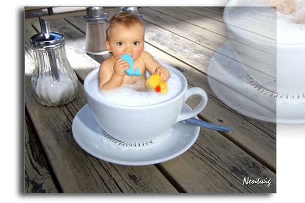 Baby in der Cappuccinotasse