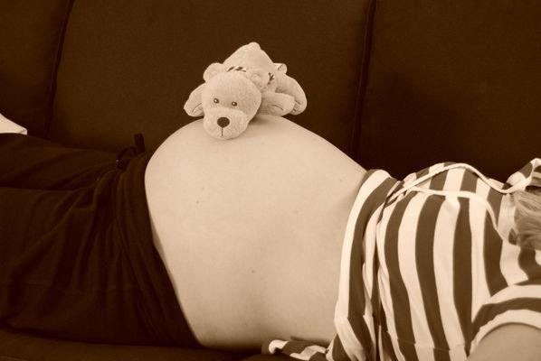 Babybauch mit Badebär