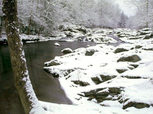 Bachlauf im winterlichen Sauerland