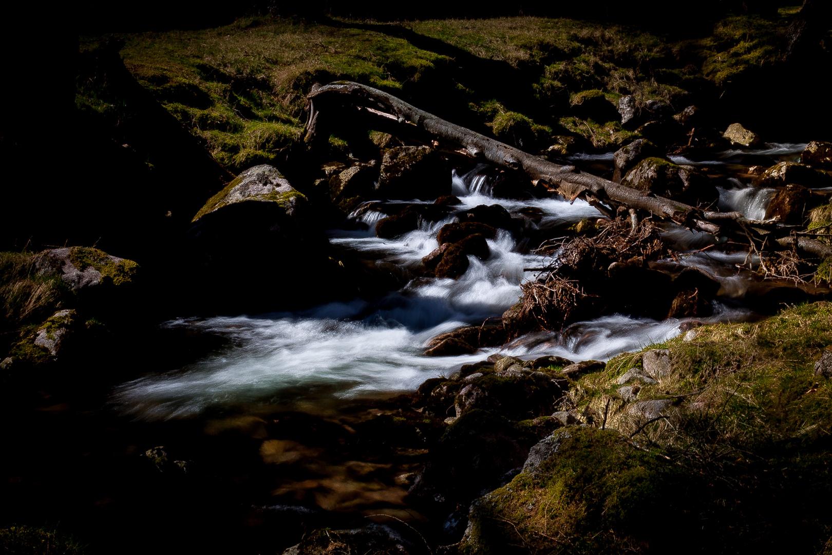 bachlauf in den highlands bei loch muick
