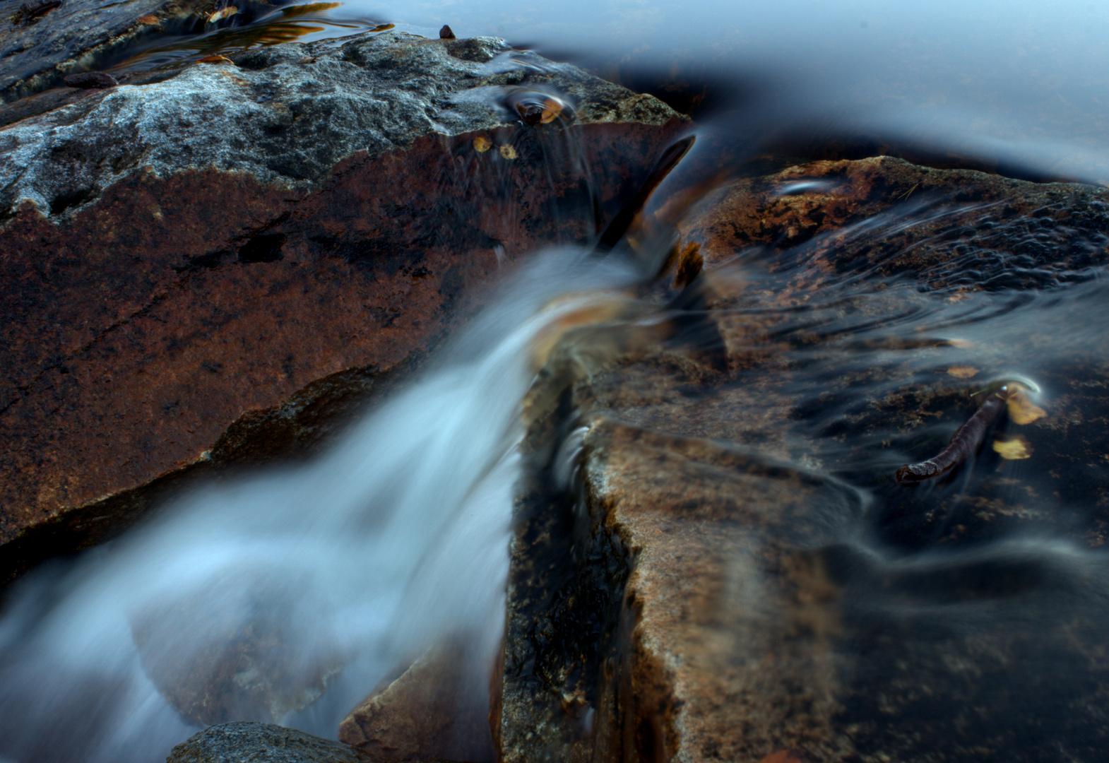 Bachlauf zwischen den Steinen
