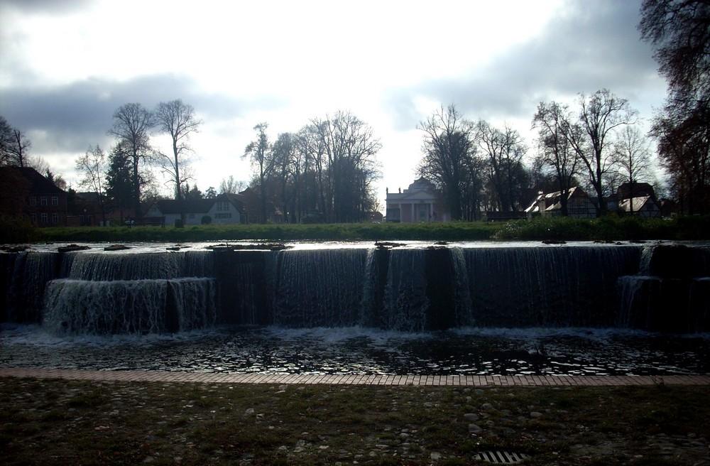 Bachwasserfall vor dem Ludwigsluster Schloss