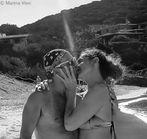 Bacio sotto il sole