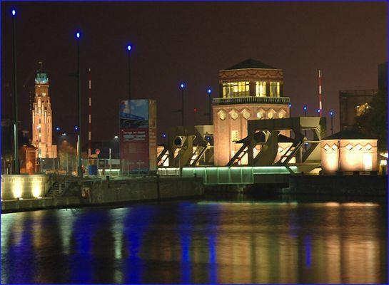 Backstein und Brücke am Abend (Reload)