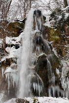 Bad Uracher Wasserfall im winterlichen Klimawandel