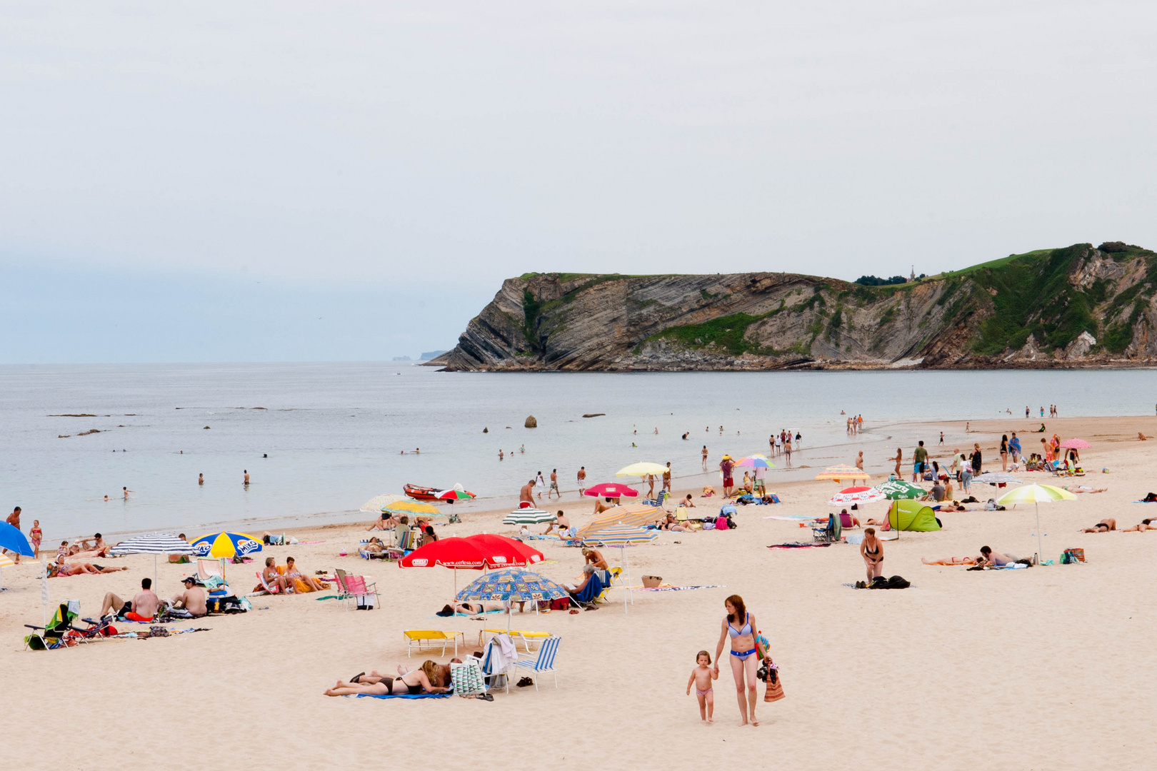 Baden am Strand von Comillas