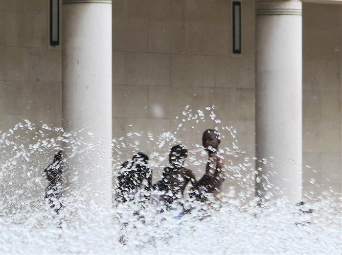 baden im springbrunnen | paris