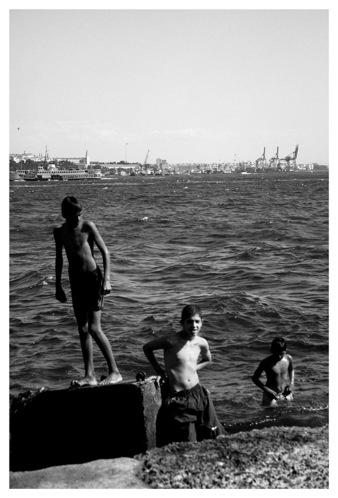 Badende Jungen am Bosporus I