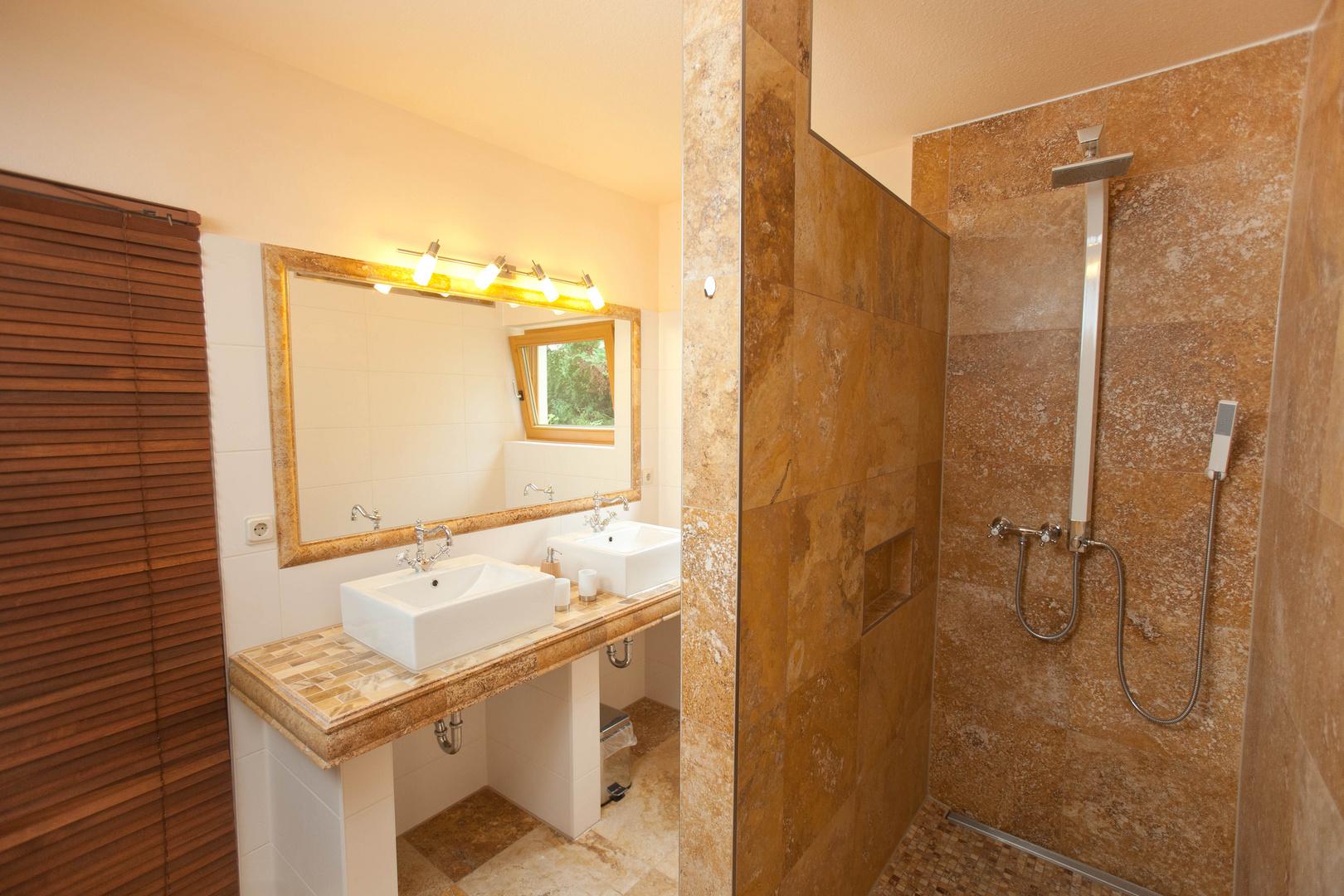 badezimmer der ferienwohnung luxus in mollenberg erleben lindau b foto bild reportage. Black Bedroom Furniture Sets. Home Design Ideas