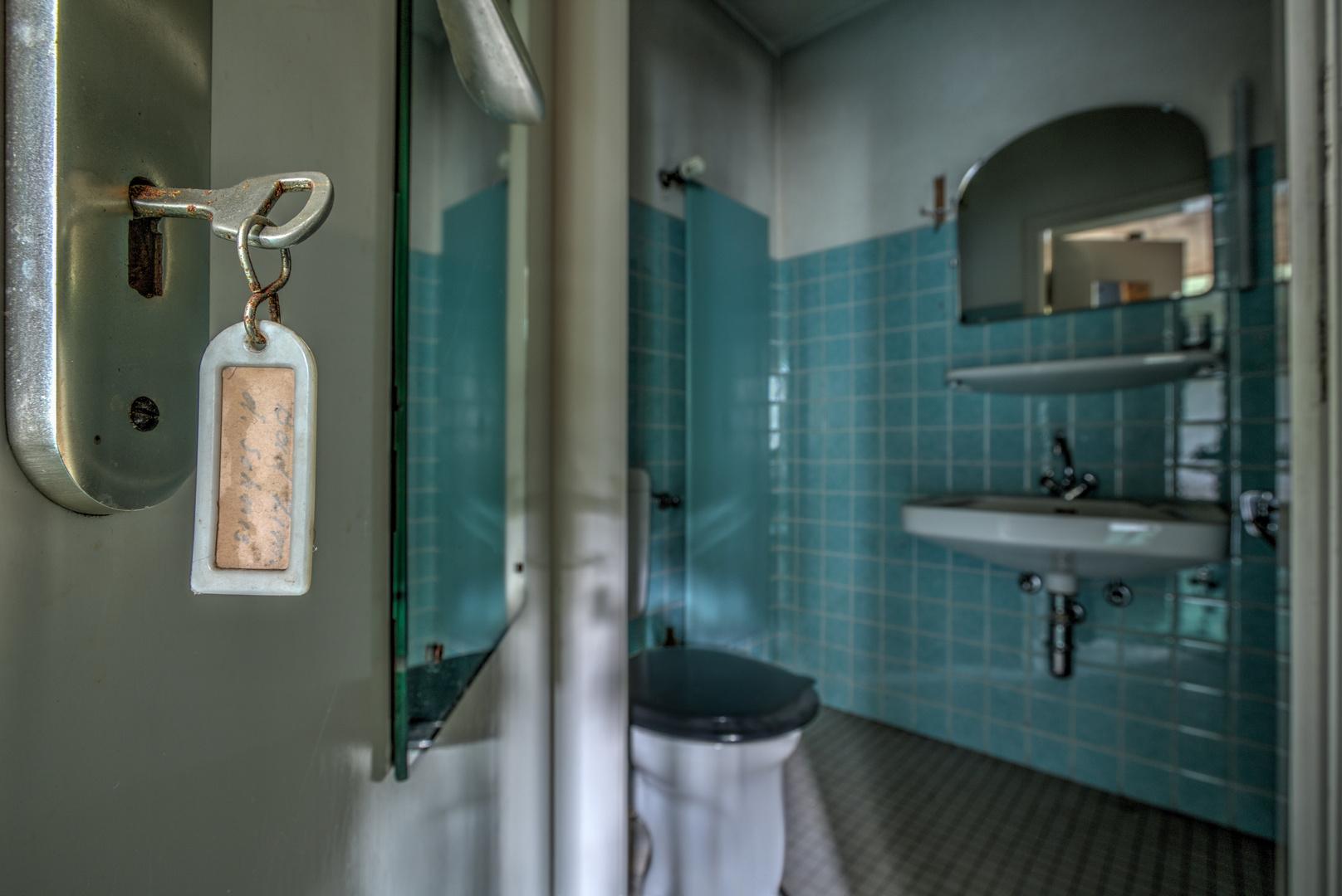 badezimmer des sohnes foto & bild | marode, marodes, urban, Badezimmer ideen