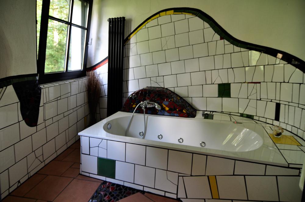 badezimmer im hundertwasserhaus gruga essen foto bild deutschland europe nordrhein. Black Bedroom Furniture Sets. Home Design Ideas