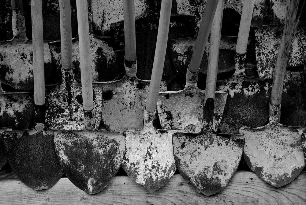 Badili : bianco nero e grigio