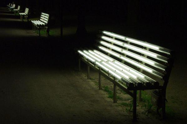 Bänke aus Licht