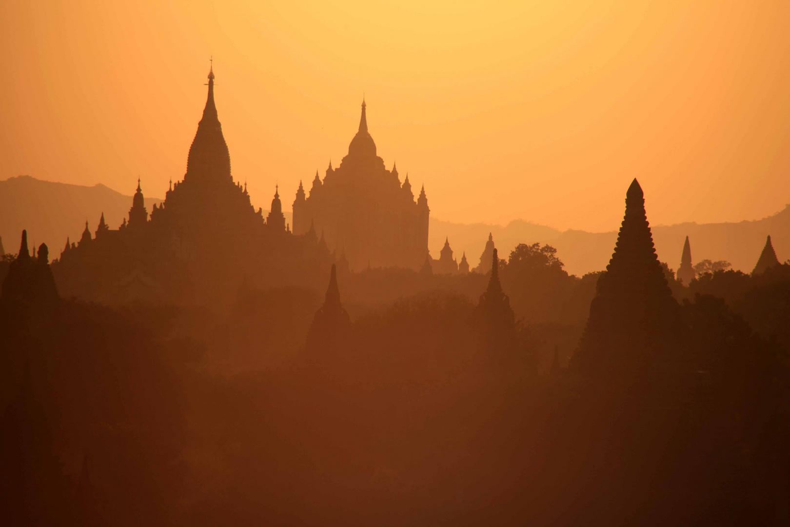 Bagan in der Abenddämmerung
