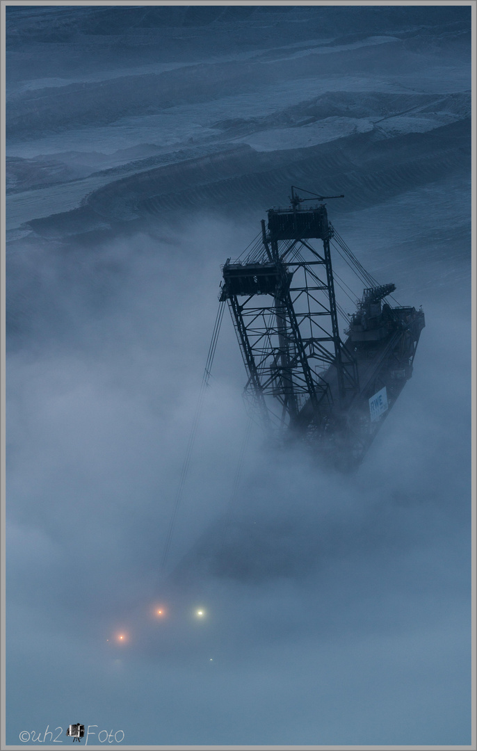 Bagger im Nebel