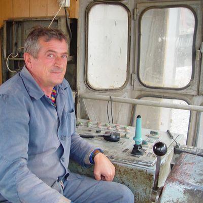 Baggerfahrer im Kosovo