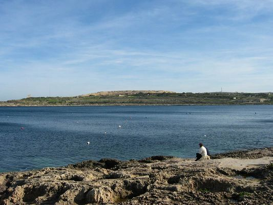 """Bahar Ic-Caghaq, die """"Bucht des Müllbergs"""""""